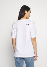 The North Face - EASY TEE - T-shirts med print - white - 2