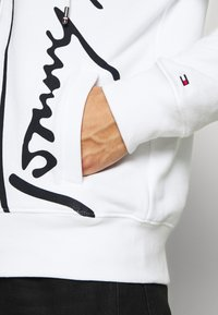 Tommy Hilfiger - SIGNATURE HOODED ZIP THROUGH - Zip-up hoodie - white - 5