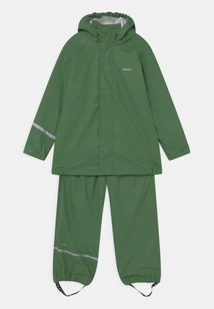 BASIC RAINWEAR SET UNISEX - Vodotěsná bunda - elm green