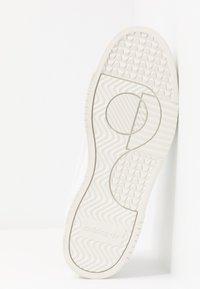 adidas Originals - SUPERCOURT - Trainers - footwear white/scarlet - 4