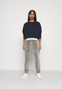ONLY - ONLALVA PANT  - Tracksuit bottoms - charcoal gray - 1