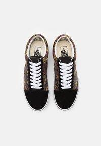 Vans - OLD SKOOL UNISEX - Sneakers - black/true white - 3