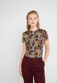 Versace Collection - T-shirt imprimé - scaralatto-giallo - 0