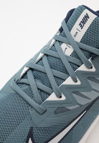 Nike Performance - QUEST 3 - Neutrala löparskor - ozone blue/photon dust/obsidian - 5