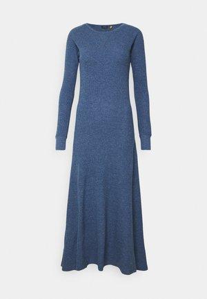 WAFFLE - Strikket kjole - river blue heather