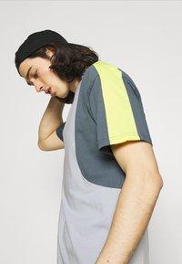 New Balance - Print T-shirt - light cyclone - 3