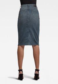 G-Star - NOXER NAVY PENCIL BUTTON - Denim skirt - worn in smokey night - 0