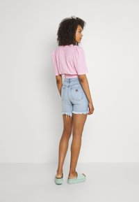 Abrand Jeans - A CLAUDIA CUT OFF - Jeans Shorts - emily - 2