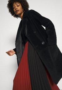 Oakwood - SISSI REVERSIBLE - Classic coat - black - 5