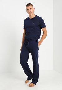 Polo Ralph Lauren - BOTTOM - Pyjamahousut/-shortsit - cruise navy - 1