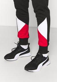 Puma - AC MAILAND FTBLCULTURE TRACK PANTS - Verryttelyhousut - black/tango red - 3