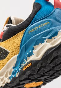 New Balance - HIERRO V5 - Scarpe da trail running - yellow