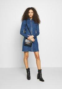 Noisy May Petite - NMLISA ZIP DRESS - Denim dress - medium blue denim - 1