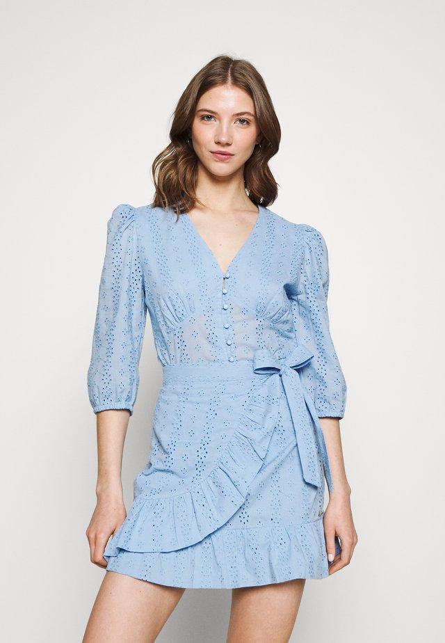ELINE BROIDERIE ANGLAISE - Blus - blue