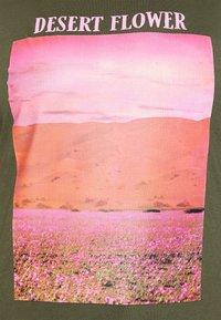 ONLY Carmakoma - CARZIM LIFE TEE - Print T-shirt - kalamata - 4