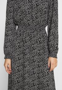 ONLY - ONLNOVA LUX SMOCK BELOW KNEE DRESS - Kjole - black - 5