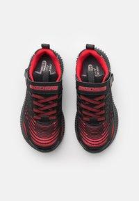 Skechers Performance - OPTICO UNISEX - Obuwie do biegania treningowe - red/black/charcoal - 3
