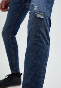 PULL&BEAR - Slim fit jeans - mottled dark blue - 5