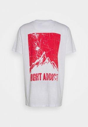 DASHE - T-shirt med print - white/red