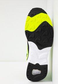 Saucony - AYA - Sneakers laag - black/neon - 4