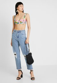 BDG Urban Outfitters - PAX - Jean droit - destroyed denim - 1