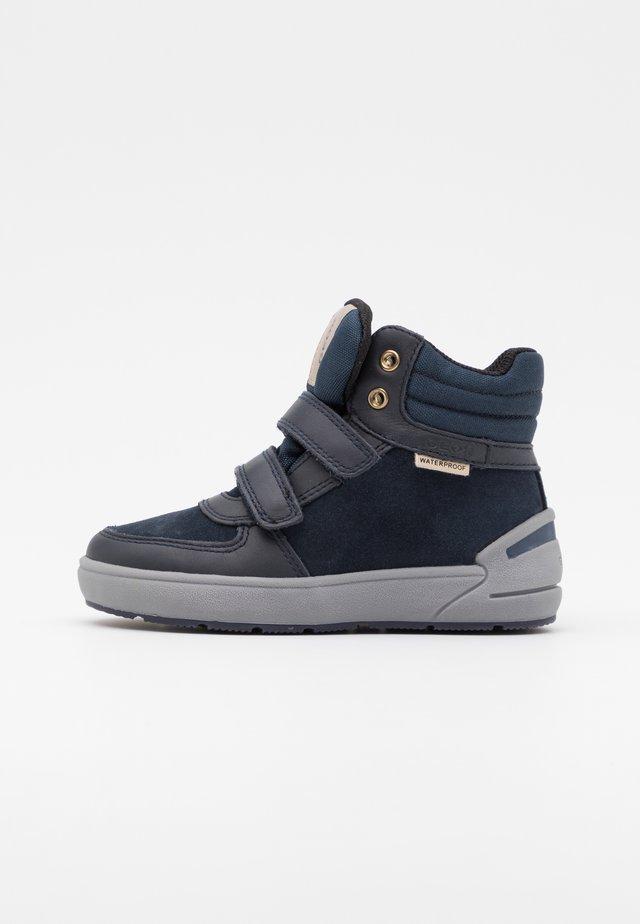 SLEIGH GIRL WPF - Sneakersy wysokie - dark navy