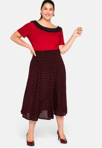 Sheego - Pleated skirt - schwarz-rot - 1