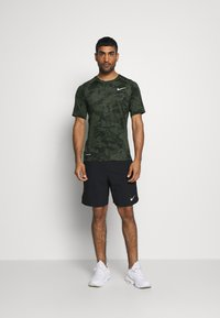 Nike Performance - SLIM  - Camiseta estampada - medium olive/white - 1