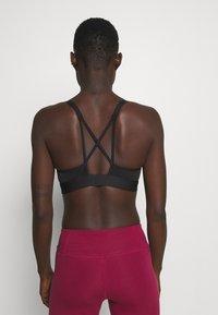 Reebok - LUX STRAPPY BRA - Light support sports bra - black - 2