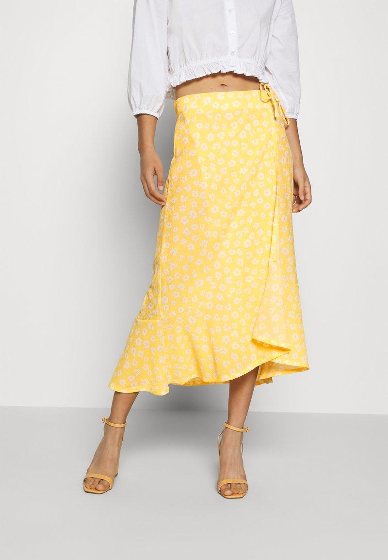 Monki - LANE SKIRT - Maxi sukně - yellow