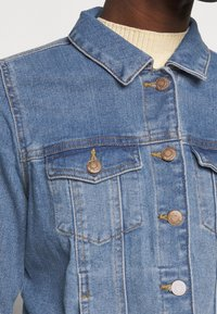 Vero Moda Tall - VMFAITH SLIM JACKET MIX - Džínová bunda - medium blue denim - 5