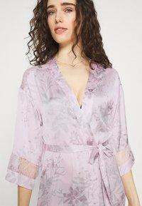 Women Secret - LONG ROBE FLOW  - Dressing gown - pink - 3