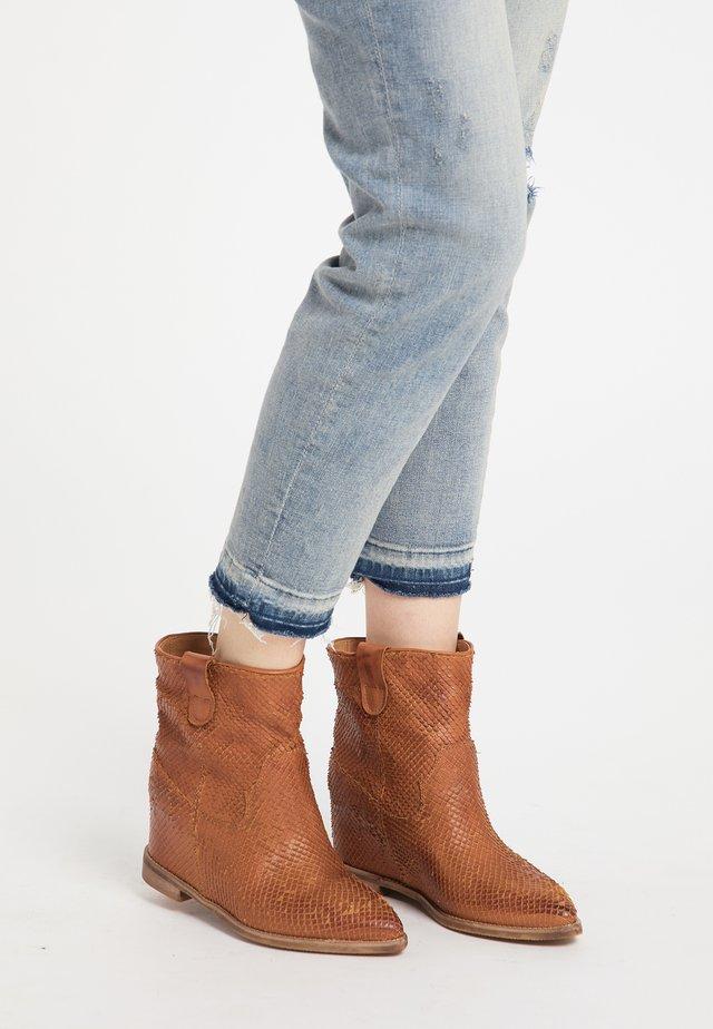 Ankle boot - cognac python
