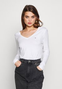 Tommy Jeans - SOFT LONGSLEEVE - Long sleeved top - white - 0