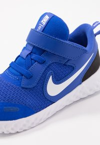 Nike Performance - REVOLUTION 5 UNISEX - Obuwie do biegania treningowe - racer blue/white/black - 2