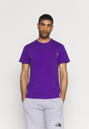 RAINBOW TEE - T-shirt med print - peak purple