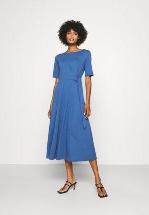 GERANIO - Vestito di maglina - dusty blue