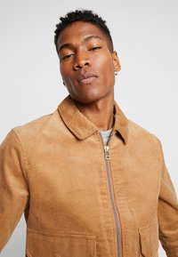 Topman - HARRINGTON - Summer jacket - stone - 4