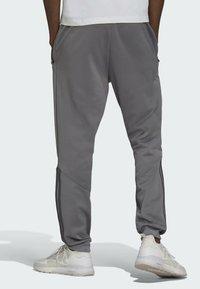 adidas Originals - BLOCKED POLY ORIGINALS SPRT COLLECTION TRACK PANTS - Träningsbyxor - grey - 1