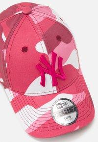 New Era - KIDS TOD CAMO PACK 9FORTY UNISEX - Kšiltovka - light pink - 3