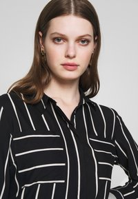 ONLY - ONLFREYA  - Button-down blouse - black/cloud dancer - 3