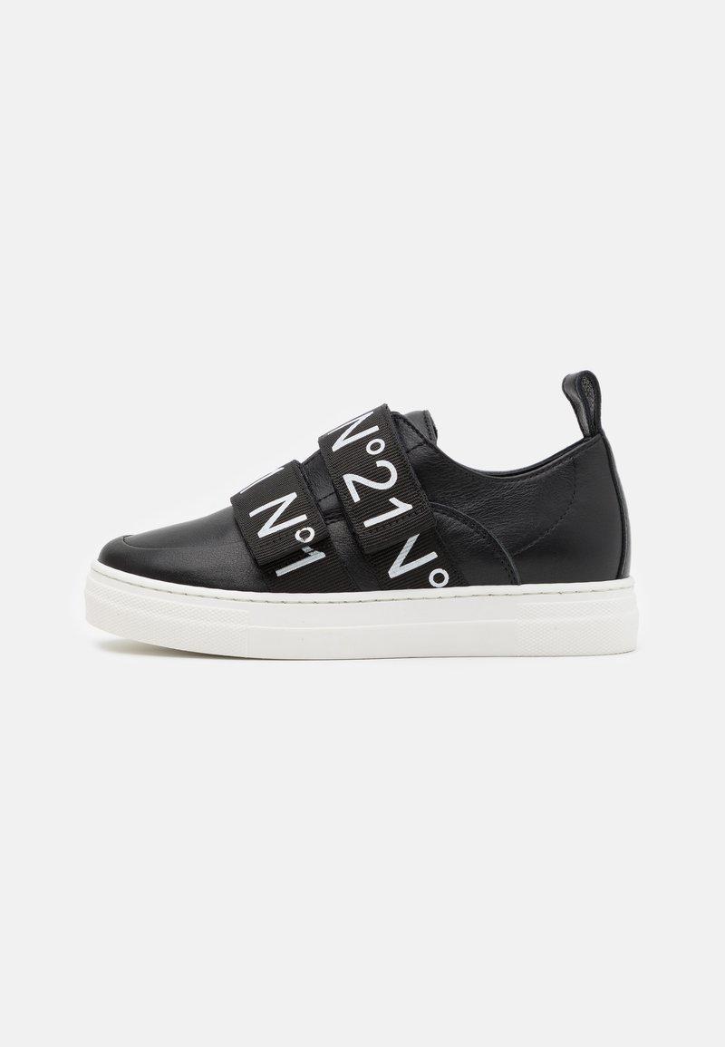 N°21 - Baskets basses - black