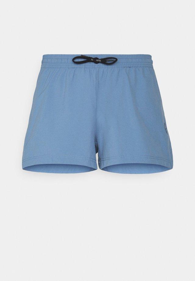 LOOSE SHORTS  - Urheilushortsit - coronet blue