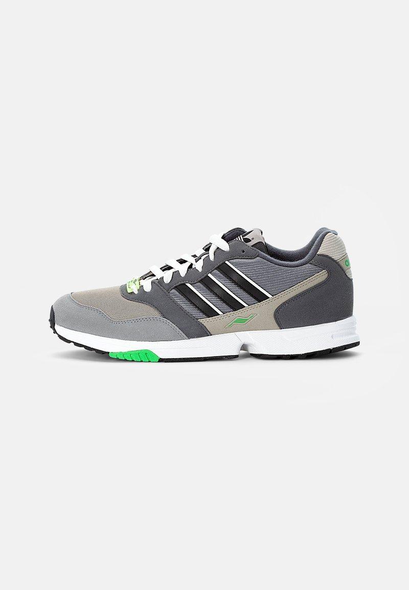 adidas Originals - ZX 1000  - Joggesko - feather grey/grey three/crystal white