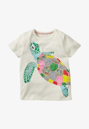 MIT REGENBOGENAPPLIKATION - Print T-shirt - naturweiß, schildkröte