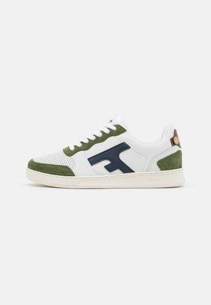 HAZEL BASKETS UNISEX - Sneakersy niskie - white