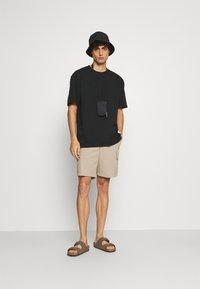 Lindbergh - WRAP COLLAR TEE - Basic T-shirt - black - 1