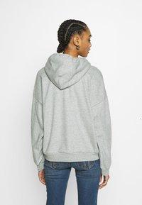 Levi's® - GRAPHIC HOODIE - Bluza z kapturem - mottled light grey - 2