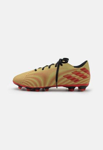 NEMEZIZ MESSI .4 FXG - Moulded stud football boots - gold metallic/scarlet/core black