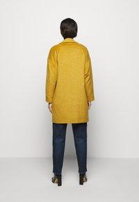 Progetto Quid - HOGART - Classic coat - yellow - 2